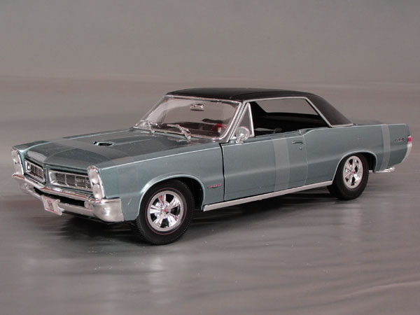 1965 Pontiac   GTO   with  Hurst  mags