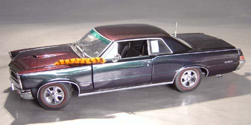 8th Anniversary Official Pontiac Die Cast Commemorative Collectible 1965 GTO Hurst Edition with Chromalusion paint