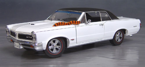 9th Anniversary Official Pontiac Die Cast Commemorative Collectible 1965 GTO Hurst Edition white w/ vinyl top