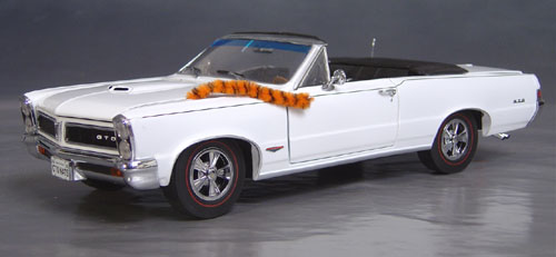 9th Anniversary Official Pontiac Die Cast Commemorative Collectible 1965 GTO Hurst Edition White Convertible